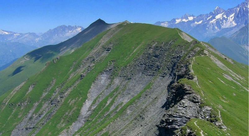 Le sentier en crête de l'Aiguille Croche vers le Mont Joly